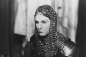 FF92HE LAURENCE OLIVIER/HENRY V./nSir Laurence Olivier in the title role at the Old Vic Theatre, London, 1937.
